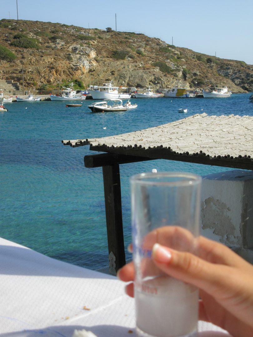 παραλία φάρος ταβέρνα στη σίφνο travelshare.gr