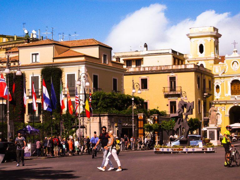 piazza torquato sorrento travelshare.gr