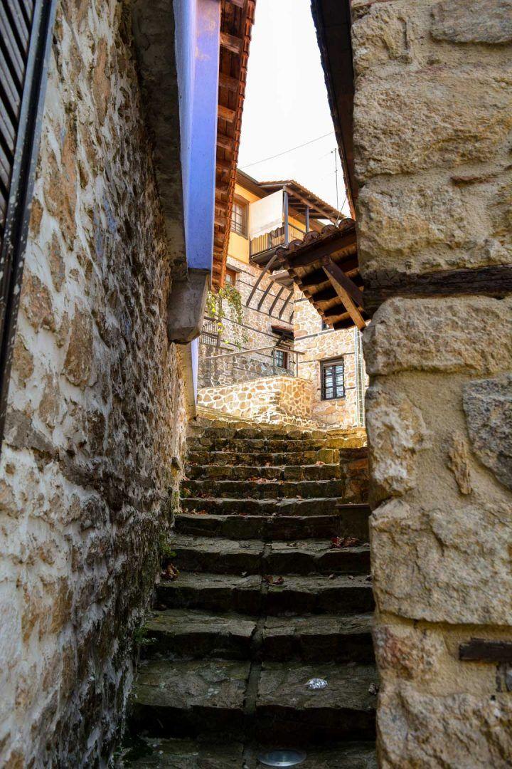 πλακόστρωτο στενό  travelshare.gr