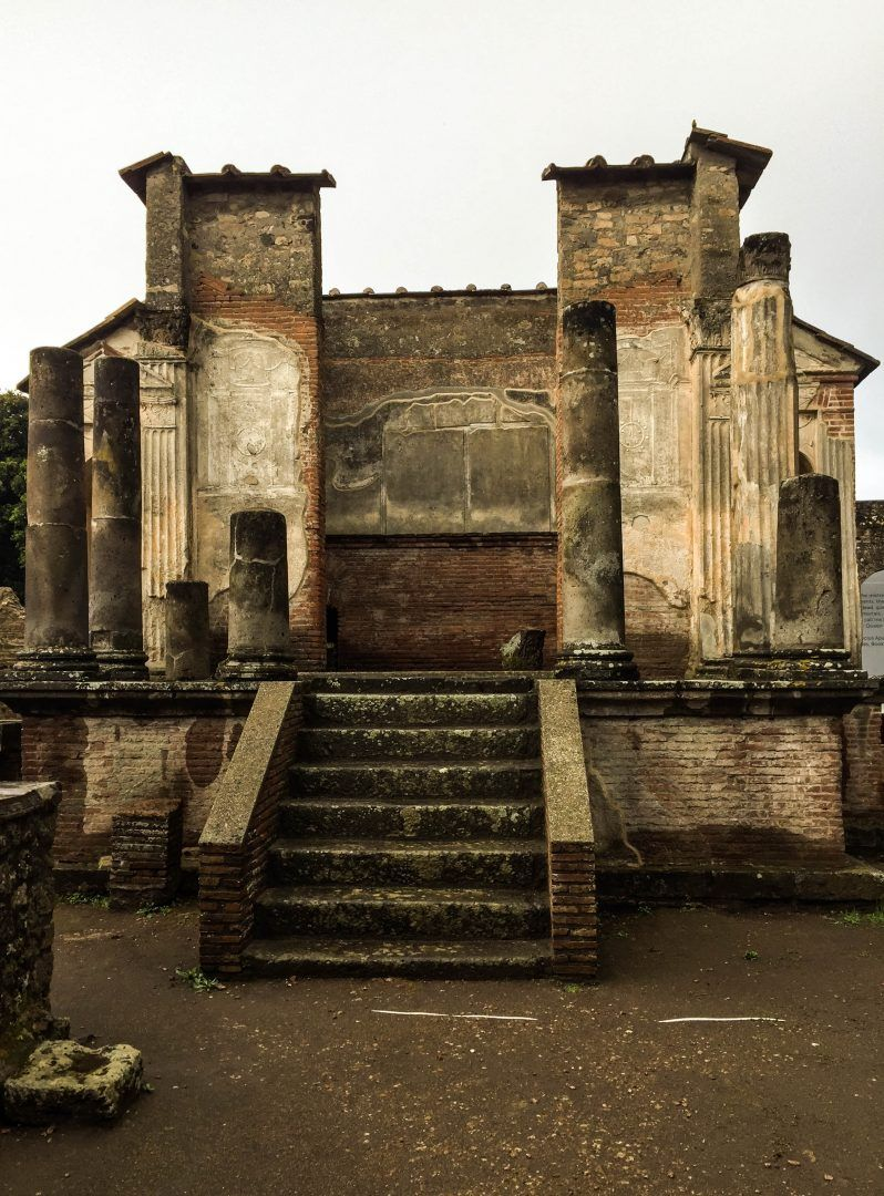 pompeii temple of Isis travelshare.gr Πομπηία