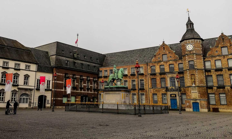 ταξίδι στο Dusseldorf παλιό δημαρχείο