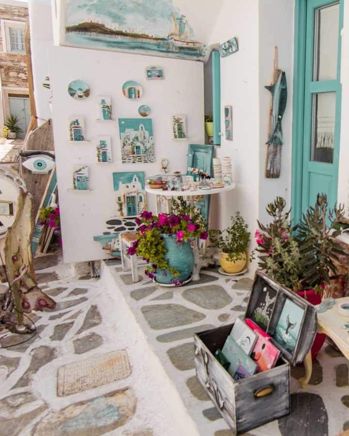 μέρη της Πάρου Μαγαζί με αναμνηστικά Νάουσα