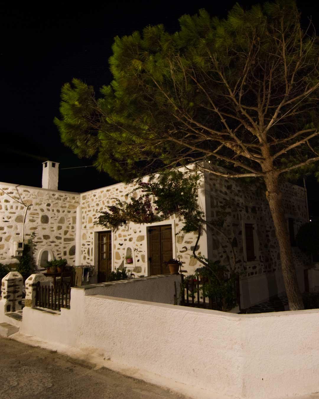tokina 11-16mm night in Antiparos travelshare.gr