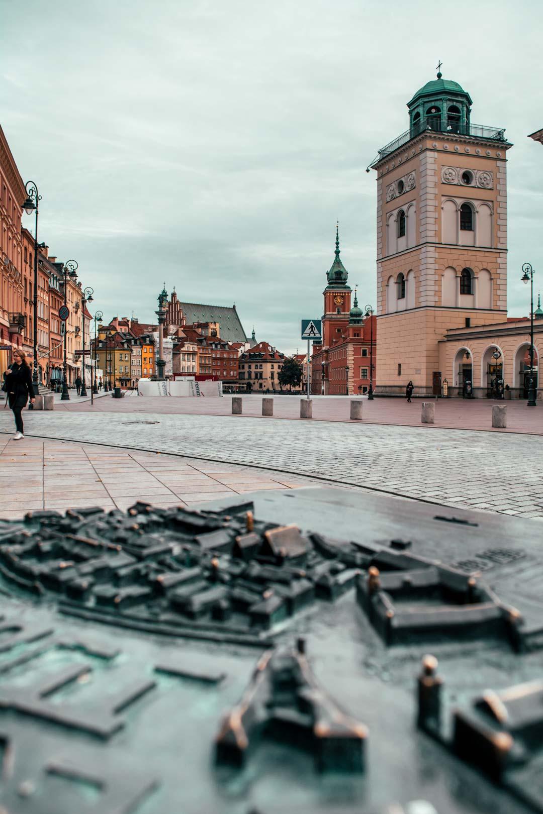 κεντρική-πλατεία-στο-Βασιλικό-κάστρο-της-Βαρσοβίας-travelshare.gr