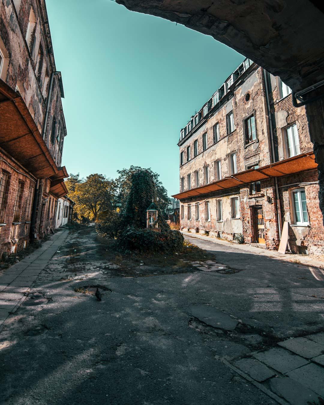 φωτογραφία στη Βαρσοβία-travelshare.gr-Praga's-Old-building-inside