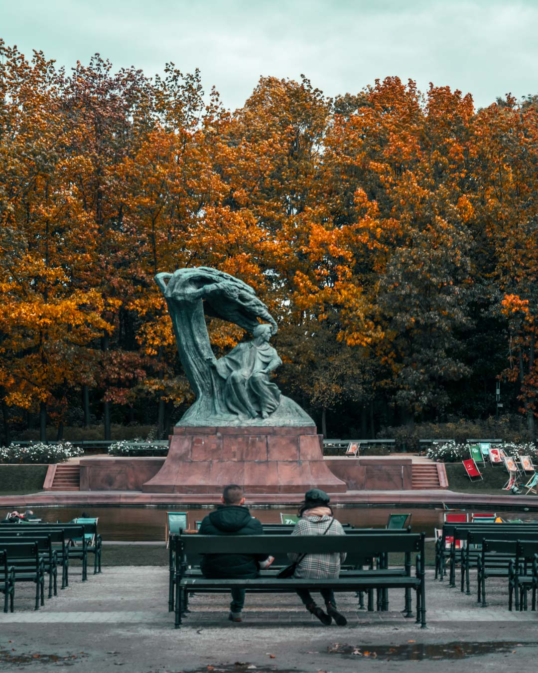 Chopin-statue-Warsaw-Poland-travelshare.gr
