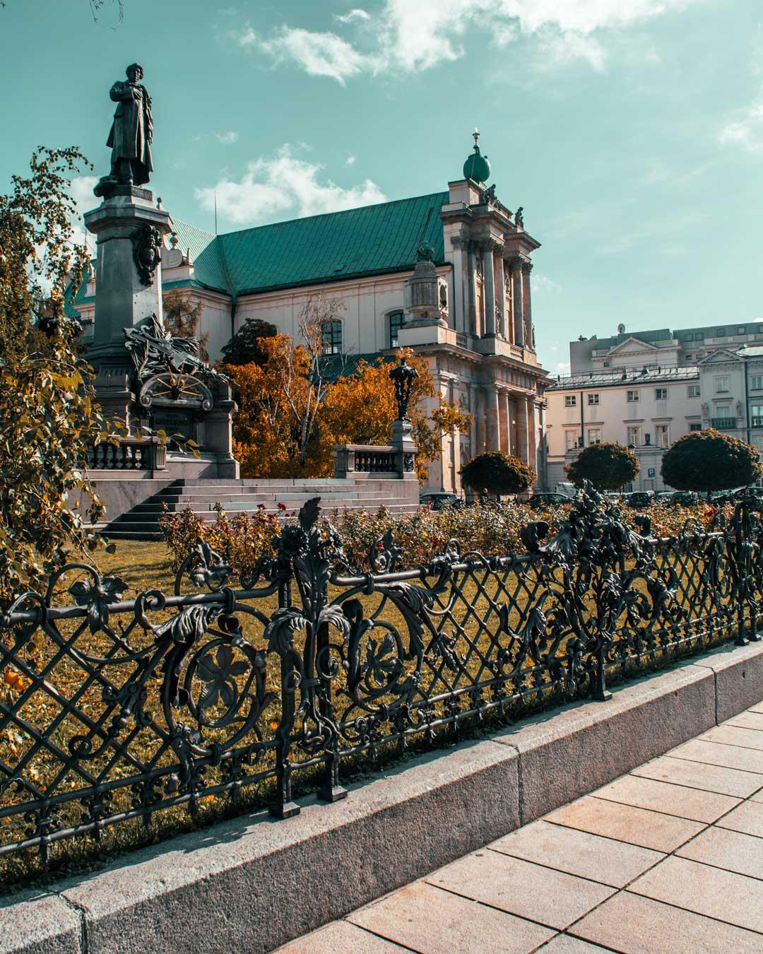 Φωτογραφία στη Βαρσοβία Adam Mickiewicz statue travelshare.gr