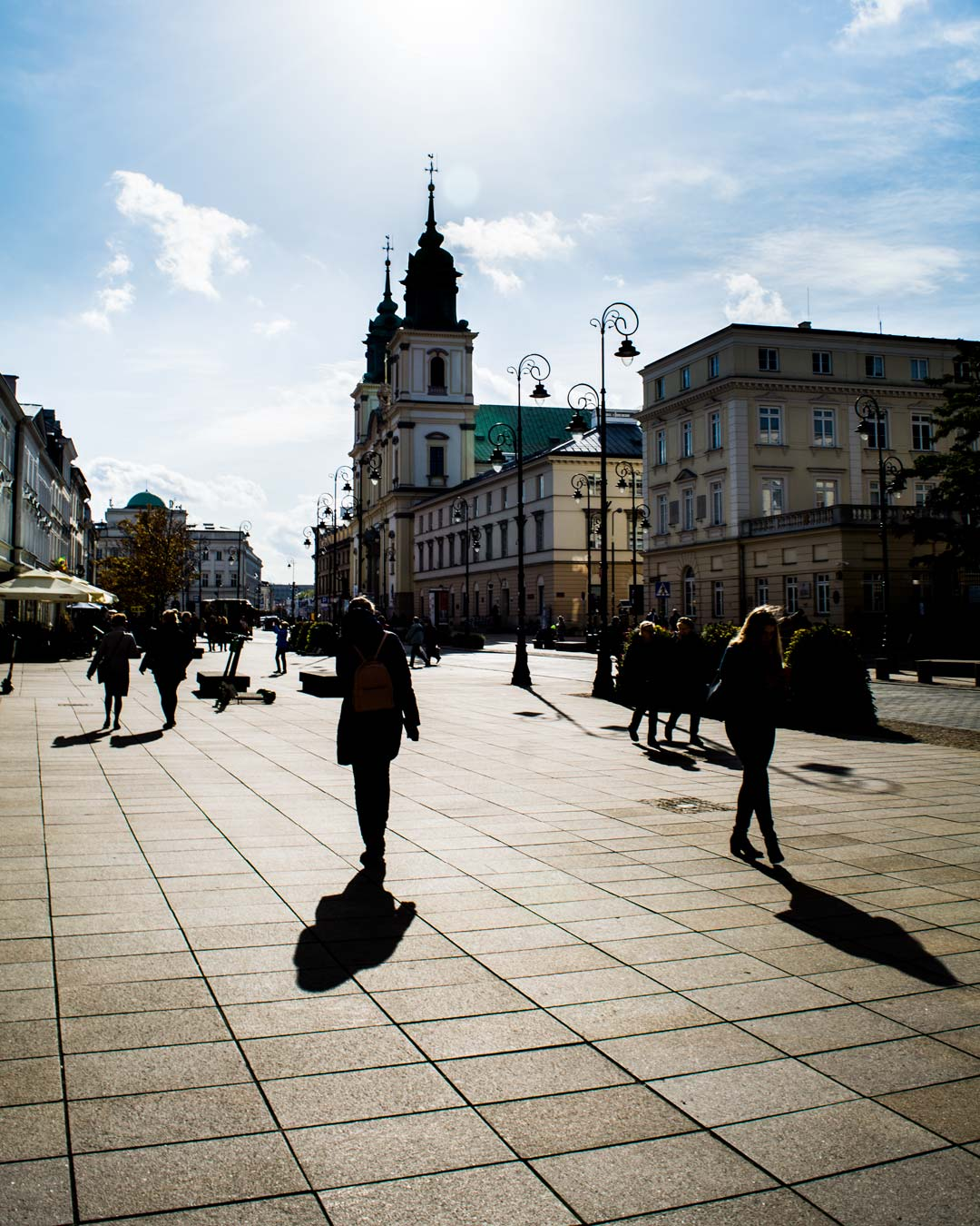 shadows-in-Warsaw-city-travelshare.gr