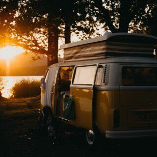 ταξίδι με αυτοκίνητο travelshare.gr sunset vanlife